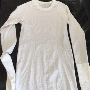 LULULEMON long sleeves shirt size 4 perfect